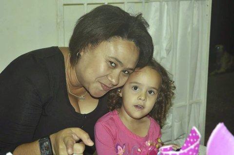 GLEDER SEG: Mamma Hayley og treåringen Abi gleder seg stort til å gjenforenes med resten av familien 22. juni. Foto: Privat