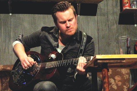 SPELLEMANN: Amund Maarud er nominert i klassen for rock. I 2011 laget han musikk til «Vinteropplag» og spilte på scenen i stykket som var basert på en novelle av Levi Henriksen.