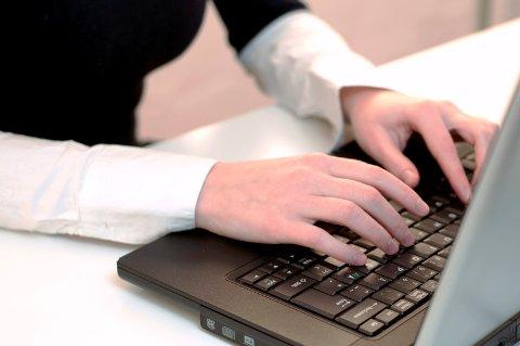 PÅ NETT: Pensjonister må være på nett for å få oversikt over trygdeutbetalingene.