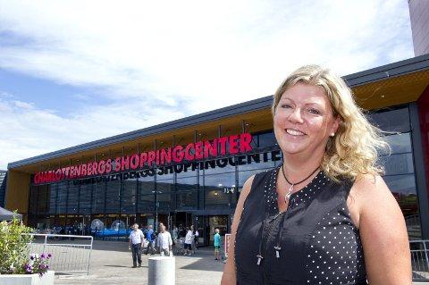 Fornøyd: Sentersjef Monica Nyland for Charlottenberg Shoppingsenter har ikke merket noen nedgang. foto: jens haugen
