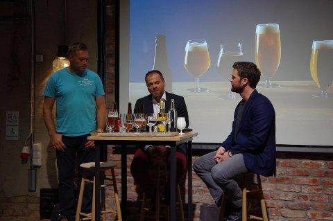 MYE GODT: Ølbrygger Anders Roede, Ivan Abrahamsen i Arcus og designer Sverre Uhnger forklarte tanken bak designet og hvordan det fremhevet smaken.