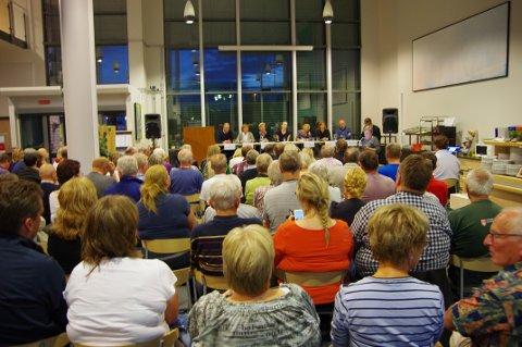 LYTTET: Sør-Odølingene møtte fram for å høre hva politikerne mener om å slå seg sammen med Nord-Odal.