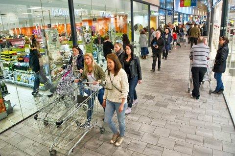 MILLIARDER: De siste 12 månedene har nordmenn brukt 15,8 milliarder kroner på grensehandel. Bildet er fra julehandel i Charlottenbergs Shoppingcenter for en tid tilbake.