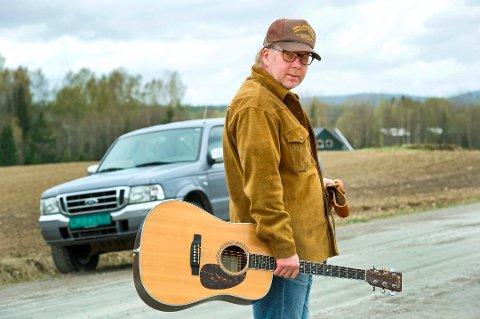NY UTGIVELSE: Roy Lønhøiden er ute med låta «Spillemannen», den første av fem sanger der han synger tekster av Hans Børli.