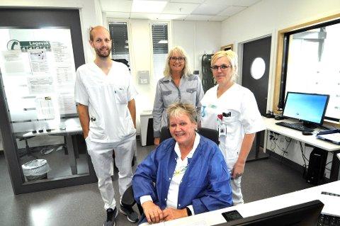 GIR RÅD: De ansatte ved Lillehammer legevakt, her representert ved sykepleierne Nina Edvartsen (foran), Simen Palm Gun Rugsveen og Ingvild Rybakken, får stadig flere henvendelser. – Det dreier seg ofte om sykdomstilstander som hører hjemme hos fastlegen, forteller de.