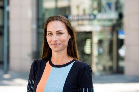 ADVARER: Cecilie Tvetenstrand opprinnelig fra Porsgrunn jobber som forbrukerøkonom i Danske Bank. Hun advarer foreldre mot å opprette og sette inn penger på BSU-konto før poden har fått egen inntekt og betaler noe skatt. Foto: Danske Bank/Sturlason