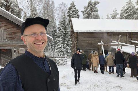 I rute: Knut Ola Storbråten, Anno Museum, minner om at det er mange tiltak man kan gjøre for å bevare bygningene bedre i et endret klima. På Odalstunet er de godt på tur med arbeidet.bilder: kari Gjerstadberget