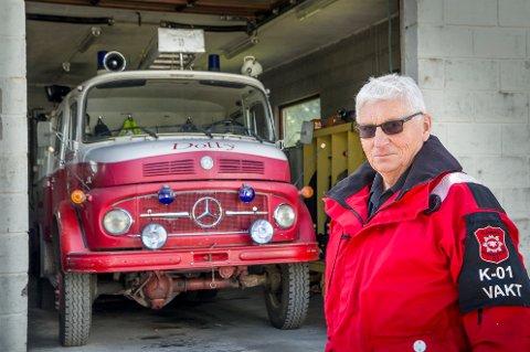 """PENSJONIST: Brannbilen """"Dolly"""" på Austmarka ser ut til å bli pensjonert i nærmeste framtid. Brannsjef Bekk ser ingen annen råd."""