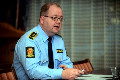 AVKLARE: Politiinspektør Henning Klauseie vil ha klarhet i hva slags kadaver som ble funnet tirsdag - og hva dyret døde av.