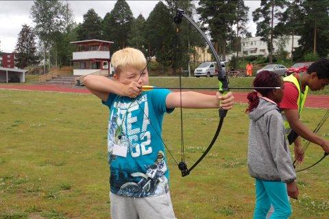 Konsentrert: Simon Fredriksen Honstad (10) har teken på buen.