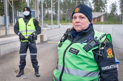 STILLE: På Magnormoen var det stille og rolig for innsatsleder Marian Gundersen og grensepolitiet på påskeaften.