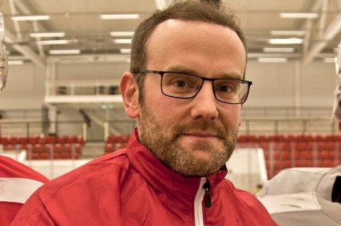 FORNØYD: Sportslig leder for KIL Hockeys a-lag, Anders Angelbrant, ligger ikke på latsiden om dagen.