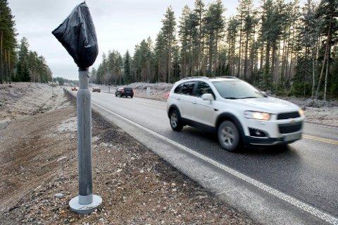 Torsdag ble det observert arbeid ved de forlatte stolpene på riksvei 2 mellom Kongsvinger og Eidskog.