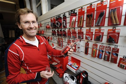 Swix-sjef Ulf Bjerknes kan glede seg over at fabrikken er markesleder på skismurning. Litt mindre hyggelig blir det kanskje i Oslo Tingrett når Swix og Fischer møtes i sak om skistaver. Arkivfoto: Asmund Hanslien