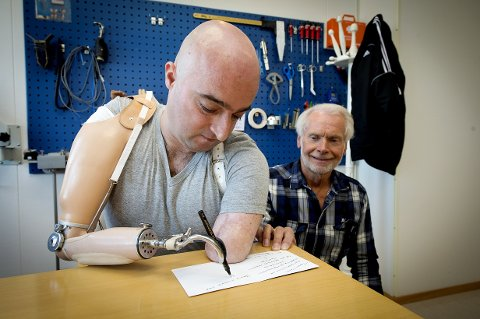 Mirjan Gruda og Falk Bakke i NTO sine lokaler på Hamar i 2013.