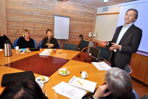 TAKTSKIFTE: Ola Mørkved Rinnan i møte med eiere i Lillehammer, formannskapet. Han ville være synlig, tydelig og en uautorisert ekstra statsmakt i Innlandet. Nye ledere varsler taktskifte, ny rolleforståelse og gjennomgang av konsernets aktiviteter. Det vil eiere ha et ord med i laget på.