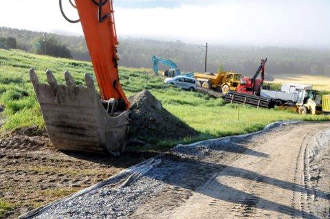 STORJOBB: Korsvoll Maskin på Dovre utfører den store jobben for Jernbaneverket. Foto: Vidar Heitkøtter