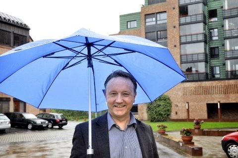 Ny paraply? Ole Rolstad kan tenke seg et bytte fra politikk til administrasjon av kommuneøkonomien i Lillehammer.