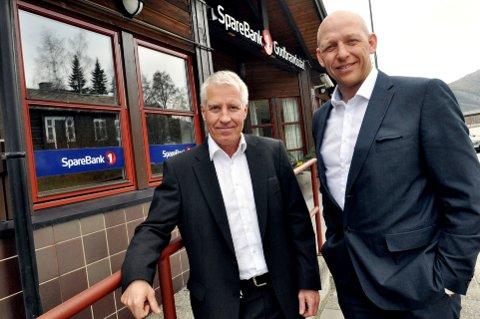 HAR REGLER: Administrerande banksjef i Sparebank Gudbrandsdal 1, Per Ivar Kleiven (t.h) og assisterende banksjef og nettansvarlig for banken, Trond Slåen.
