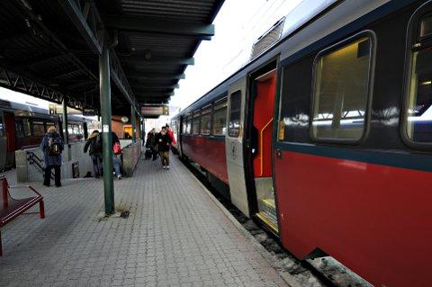 En feil på fjernstyringen mellom Moelv og Brøttum ga forsinkelser på Dovrebanen fredag.