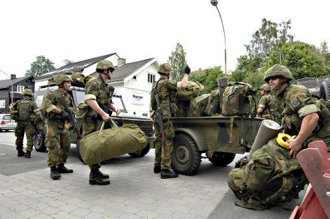 Regjeringen foreslår en reduksjon i Heimevernet fra 42.000 til 35.000 mann. Det kan få følger for Hedmark og Oppland .