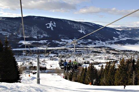 HAFJELL: Utlendingene vil trolig i stor grad utebli fra de lokale alpinanleggene denne vinteren. Næringen håper vekst i det norske markedet vil redde vintersesongen.