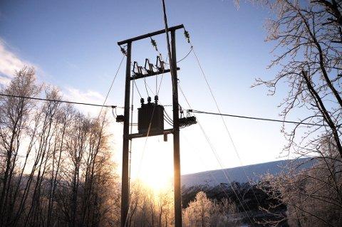 Hvis nye strømmålere fører til at strømforbruket jevnes ut, kan utvidelser av kraftverk og nye kraftledninger unngås, skriver Jo Heringstad.