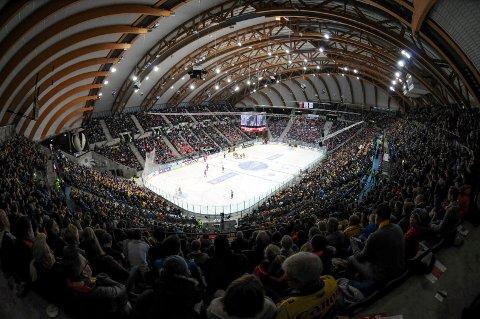 Håkons Hall var nesten fullsatt i november da Lillehammerr møtte Storhamar. Nå skal suksessen gjenskapes med en ny Hockey Classics lørdag 17. november.