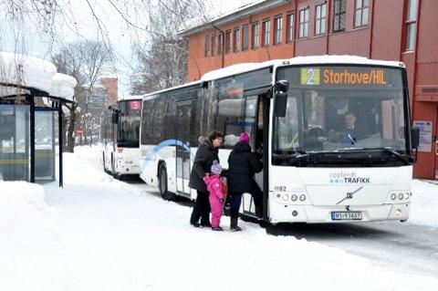 Ti kroner koster det å ta bussen søndagene før jul i Lillehammer.