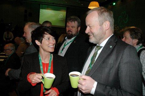 OVERBEVISTE LANDSMØTET: Aud Hove og Ivar Odnes var blant Opplands-delegatene som fikk overvbevist Senterpartiets landsmøte om å sette av en milliard til tidenes bredbåndsutbygging.