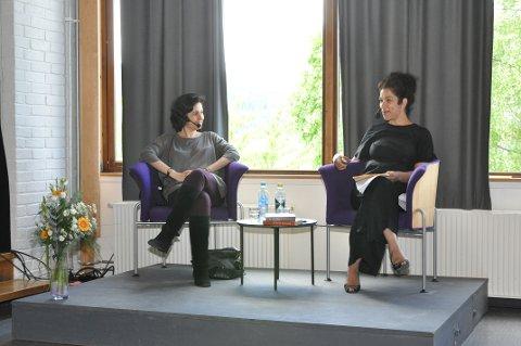 Kamila Shamsie i Bjørson-samtale med Laila Bokhari på Nansenskolen torsdag ettermiddag.