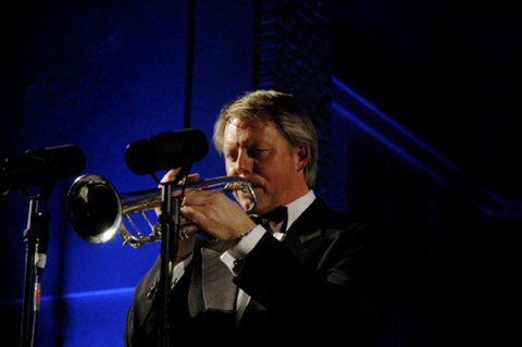 KOMMER: Ole Edvard Antonsen spiller under jubileumsshowet.