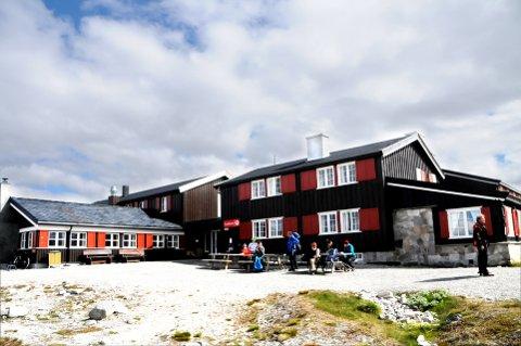 FÅR PENGER: Halvparten av overskuddet fra en av neste års Lotto-trekninger skal gå til Den Norske Turistforenings hyttefond for å bidra til opprusting av turisthytter. Bildet er fra Snøheim turisthytte.