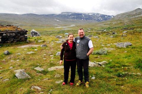 HEIDERSPRIS: Tone og Knut Vole er fjerde generasjon Vole som driv turisthytta Glitterheim i Veodalen. Nå har dei fått Friluftslivets heiderspris.