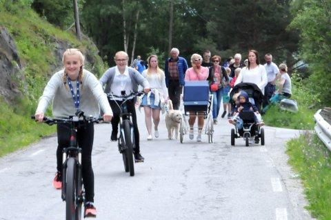 ALLE VAR DER: Mellom 500 og 600 personer møtte Sommertoget på Dombås.