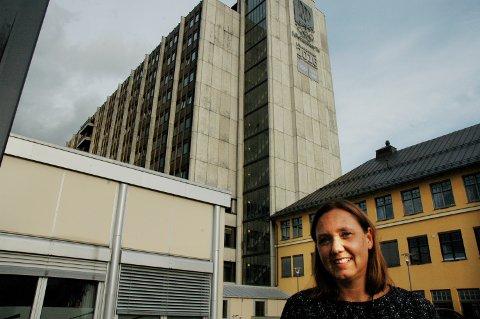 Hege Lundring (44) er Sykehuset Innlandets første divisjonsdirektør for den sammenslåtte divisjonen Gjøvik-Lillehammer. Hun varsler endringer og fokus på pasientene som sykehusets kunder.