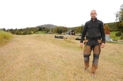 BEFARING: Aslak Enstad, Bjorli, vil bygge klatrepark. Han har allerede kjøpt inn utstyr for tre millioner kroner, men så sier Fylkesmannen nei. Foto: Vidar Heitkøtter