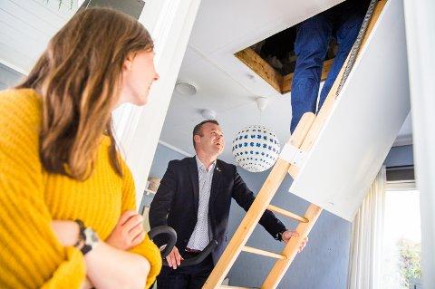 Energi-inspeksjon hjemme hos ordfører i Lillehammer, Espen Granberg Johnsen. På nettstedet boligmappa.no får du opp all tilgjengelig informasjon om de eiendommene der du står tinglyst som eier.
