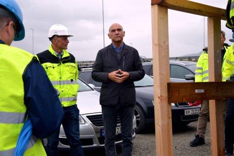 Adm. dir. Rune Abrahamsen i Moelven Limtre (t.v.) og byggherre Arthur Buchardt ved Mjøstårnet.
