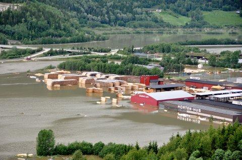 Gudbrandsdalslågen blir med i verdens største forkningsprogram for å teste ut løsninger som reduserer skadeomfang ved mye nedbør. Dette bildet er fra 2011.