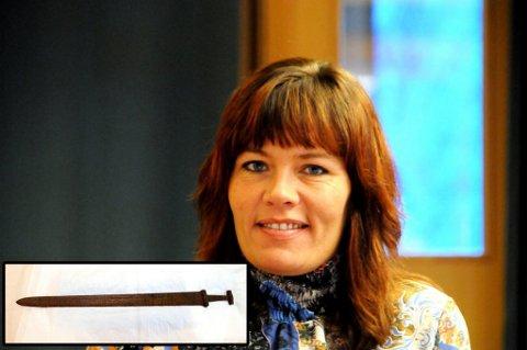 INITIATIV: Ordfører Mariann Skotte vil ha sverdet som ble funnet på Kjølen i høst tilbake til Lesja. Fotomontasje: Vidar Heitkøtter/Torbjørn Olsen