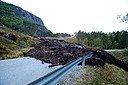 50 fastboende og et stort antall hyttefolk og campinggjester er uten veiforbindelse etter at et jordskred blokkerte fylkesvei 305 i Snillfjord i Trøndelag. Foto: Fredrik Lien / NTB scanpix