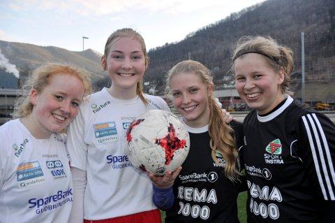 LIKE GODE: Hege Charlotte Iversen (f.v.), Ida Randen, Regine Stokkevåg Eide og Hanne Søberg Torgersen er enige om at 1-1 er et greit resultat.