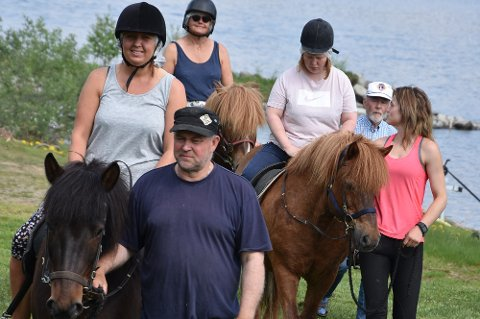 MESTRING: Hestene fra Åsli ridesenter ble et midtpunkt, og skapte mye mestringsfølelse blant brukerne som prøvde seg som ryttere.