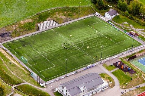 BRÅK: Her, på Gran idrettspark, brøt det ut bråk mellom to fotballfedre mandag kveld.