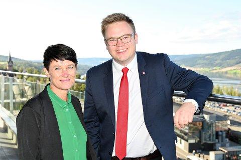 HISTORISK: Even A. Hagen (Ap) og Aud Hove (Sp) blir tirsdag valgt som første lederskap i Innlandet fylkeskommune.