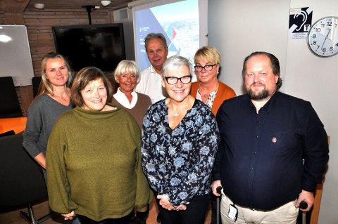 FIKK INNSIKT: Foran:  Mona Bergh Brustad (PP), utvalgsleder Jytte Sonne (Krf), Odd Arne D. Ringen (Frp). Bak: Marit Roland (Ap), Kari Slorbakk (H) som var vara for Bjørgulv Noraberg, nestleder Geir Bjørke og vara Lise Haugstad (Ap), som vara for Fazila Amizai.