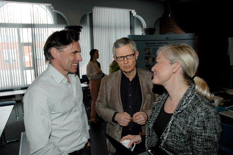 PÅ RETT VEG: Styremedlemmene Ove Talsnes og Jørgen Hurum sammen med økonomidirektør Nina Lier