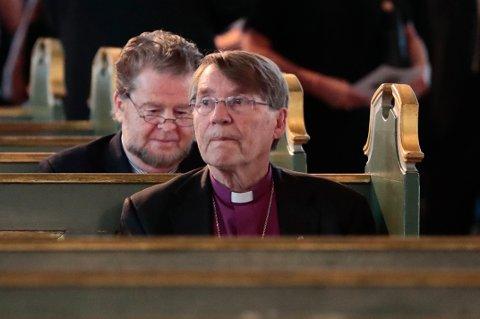 SØKELYS: Det er godt å se at noen setter søkelyset på konsekvensene og urettferdighetene av innstramningene  av asylspolitikken, skriver innsenderen som heier på Gunnar Stålsett .