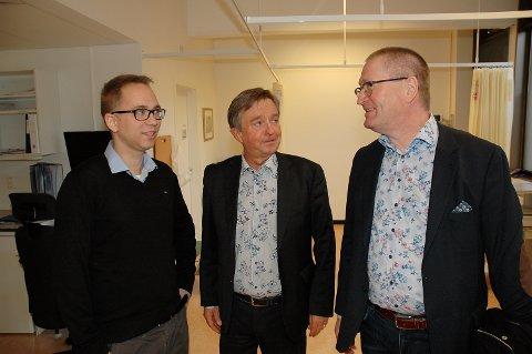 FÆRRE SENGER: Disse tre er enige om satsing på psykisk helsevern, men ikke om å stoppe nedbyggingen av døgnplasser. Fra høyre Geir Jørgen Bekkevold, leder  Stortingets helse- og sosialkomite, komitemedlem Tore Hagebakken og saksordfører Tellef Inge Mørland.